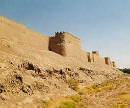 The outer walls are almost 3 km long